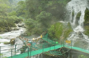 大漕河温泉瀑布 景点详情
