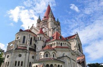 佛朗兹·约瑟夫五十年纪念教堂 景点图片