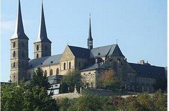 奥洛莫乌茨圣米歇尔教堂 景点详情