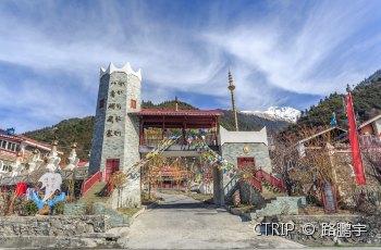 八角碉藏寨 景点图片