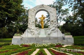 施特劳斯金色雕像 景点详情