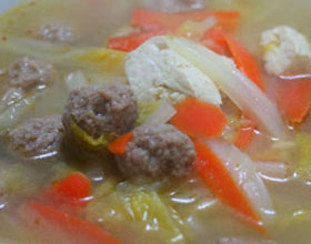 白菜豆腐肉丸子汤